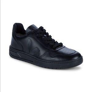 Veja V-10 Leather Low-Top Sneakers Black